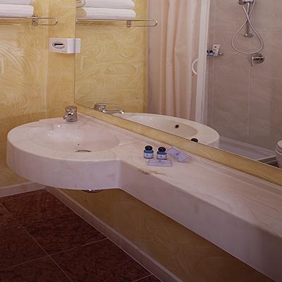 Lavabo a una vasca in marmoresina